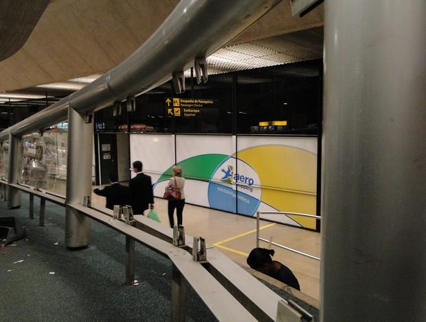 Aeroporto de Confins fica depredado  (Foto: Léo Simonini / Globoesporte.com)