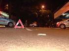 Suspeito de roubar carro bate veículo em árvore durante fuga, em Goiânia