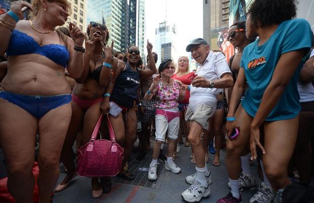 Tentativa reuniu pessoas de várias idades (Foto: Emmanuel Dunand/AFP)
