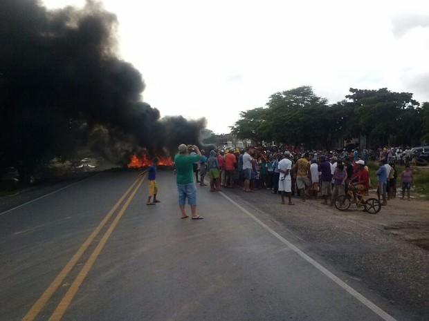 Segundo a PRF, cerca de 500 pessoas estão no lugar (Foto: Divulgação/ PRF)