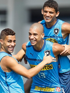 Gabriel, Doria e Jadson, Botafogo (Foto: Wagner Meier / AGIF)