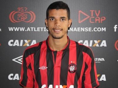 Matteus, volante do Atlético-PR (Foto: Site oficial de Atlético-PR/Divulgação)
