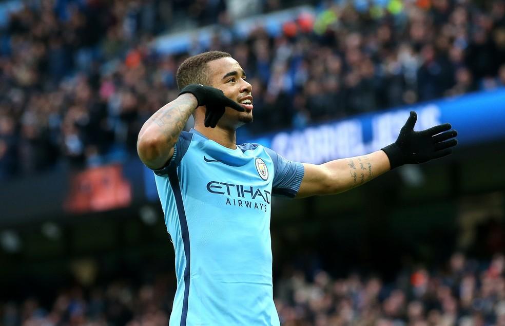 Gabriel Jesus comemora gol com a camisa do Manchester City  (Foto: Reuters)