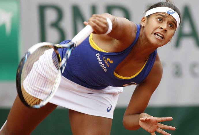 Teliana Pereira tênis em Roland Garros (Foto: EFE)