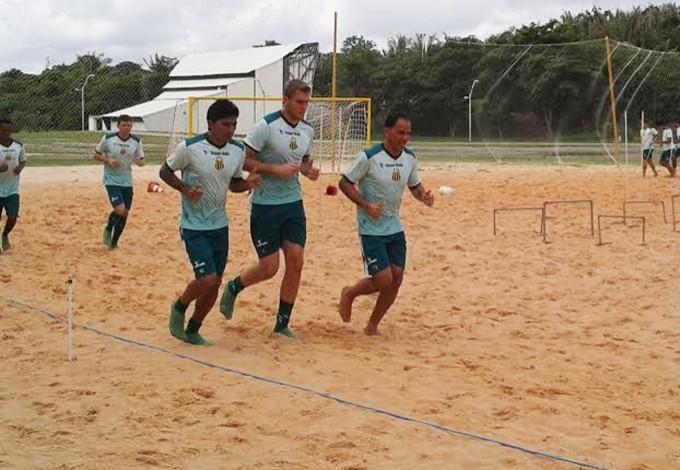 Jogadores do Sampaio realizaram atividade física na Arena Domingos Leal (Foto: Afonso Diniz/GloboEsporte.com)