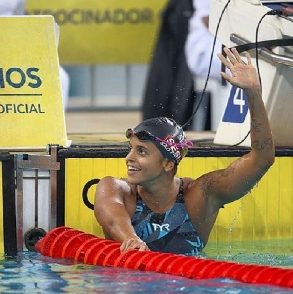 Etiene Medeiros é a primeira brasileira campeã mundial de natação  (Foto: Reprodução Instagram )