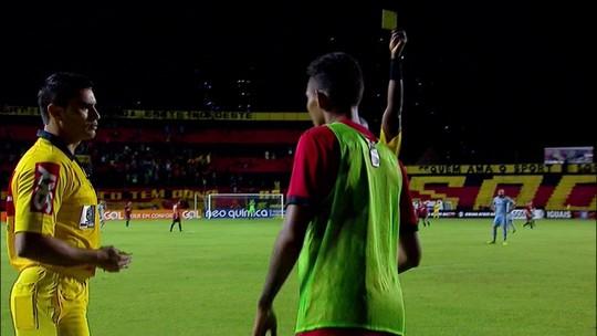Acabou a festa: árbitros punem celebração de reservas com cartões amarelos