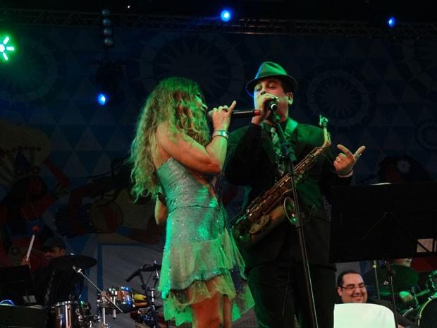 Elba Ramalho e Spok fizeram homenagens a Dominguinhos durante show (Foto: Luna Markman / G1)