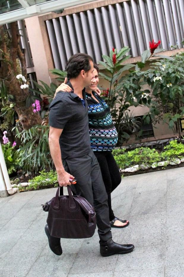 Guilhermina Guinle chegando na Casa de Saúde São José (Foto: Agnews)