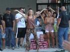 Claudia Leitte canta 'Largadinho' em festa na piscina com ex-'The Voice'