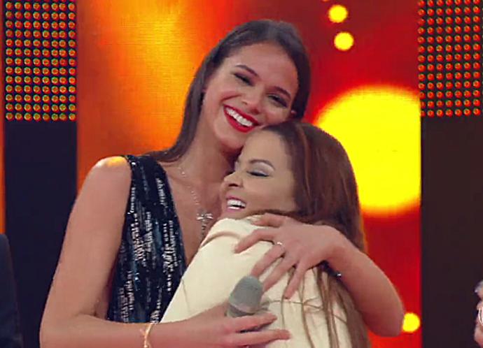Bruna e Maiara se divertem com gafe da cantora (Foto: TV Globo)