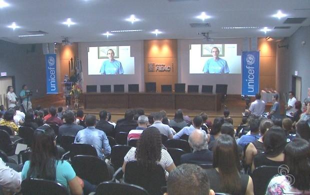 Cerimônia reuniu gestores de vários municípios do estado no auditório da Fieac, em Rio Branco (Foto: Jornal do Acre)