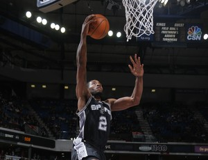 Kawhi Leonard Spurs x Kings NBA (Foto: Getty)