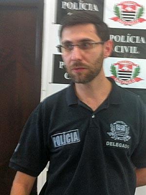 Delegado Elton Prado Martins da Costa, responsável pelo caso (Foto: Tatiana Santiago/G1)