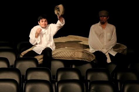Rodolfo Valente no teatro da USP com a peça 'Ensaio sobre angústia'  (Foto: Arquivo pessoal)