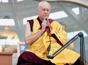 Gen Kelsang Tsultrim em momento de meditação (Foto: Divulgação)