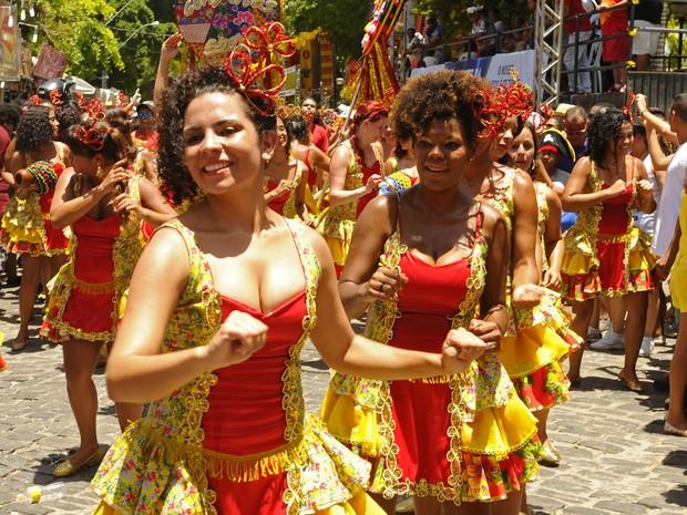 Grupo Artístico Percussivo ConXitas comemora dez anos em desfile em Olinda. (Foto: Diego Moraes/G1)