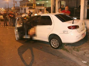 Táxi teria sido cercado por um Corsa, de onde saiu o atirador, diz família (Foto: Divulgação/Polícia Civil)