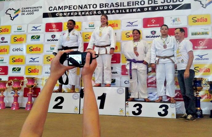 Rebeca Lopes Miranda, ouro na categoria sênior (Foto: Divulgação/Academia Aliança)