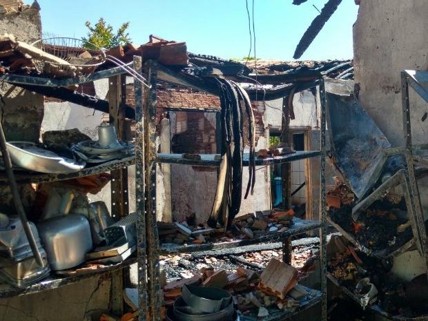 Equipamentos ficaram destruídos após incêndio (Foto: Arquivo pessoal)