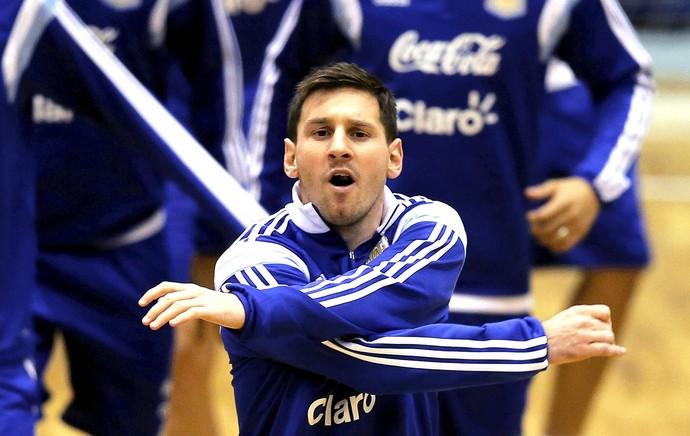 Messi no treino da Argentina em ginásio (Foto: EFE)