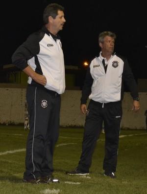 Duílio Dias e Paulo Vinícius, técnico e auxiliar técnico do Rio Branco-ES (Foto: Sidney Magno Novo/GloboEsporte.com)