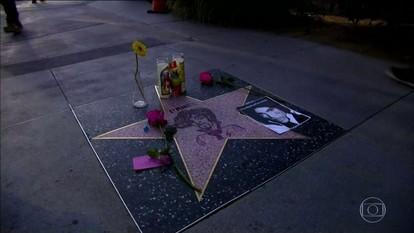 Fãs de Prince criam estrela provisória na calçada da Fama em Hollywood