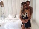 De camisola, Mayra Cardi se declara para marido e mostra intimidade