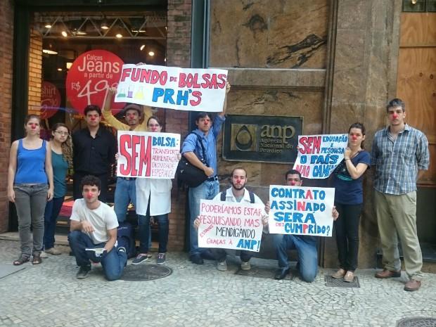 Alunos levaram cartazes para o ato no Centro do Rio (Foto: Rafael Rangel/ Arquivo Pessoal)