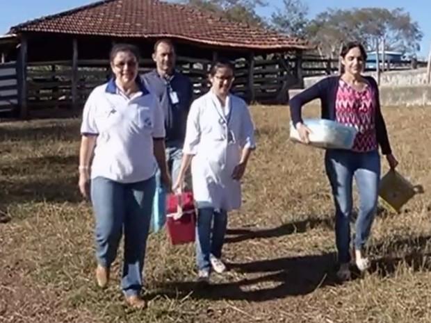 Agentes de saúde vão visitar centenas de propriedades rurais em Catalão, Goiás (Foto: Reprodução/TV Anhanguera)