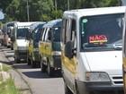 Motoristas de transporte escolar fazem protesto contra a padronização