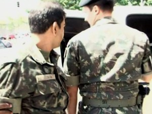 Militares de Campinas são presos suspeitos de abastecer quadrilhas com armas (Foto: Reprodução / EPTV)