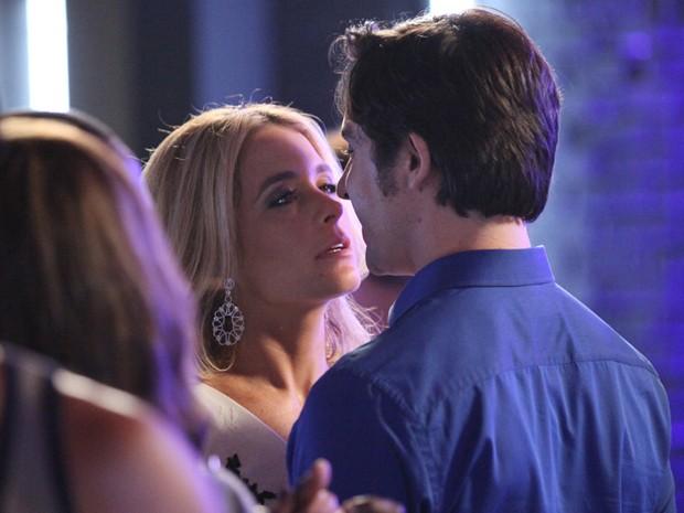 Arrasou, Ernesto! Pamela fica desconcertada (Foto: Carol Caminha/TV Globo)