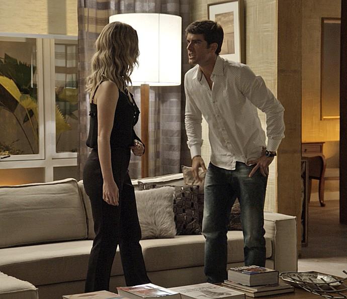 Felipe exige saber o que Jéssica armou para Shirlei (Foto: TV Globo)