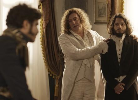 Hugo conta que é filho de Dom João e mostra anel como prova