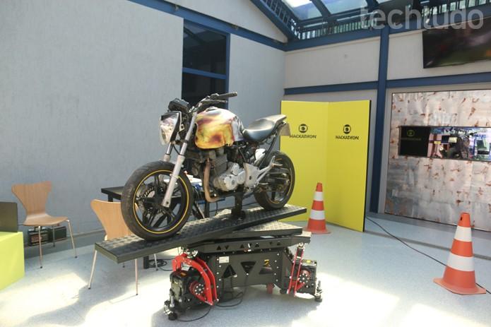 Capaz de movimento objetos muito pesados; aparelho se transforma em 'simulador de motos' (Foto: Diego Borges / TechTudo)