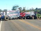 Trabalhadores assentados interditam quatro trechos de rodovias em MT