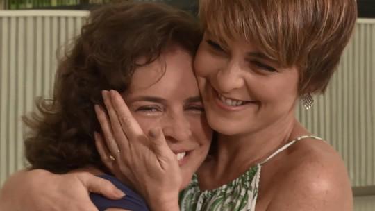 Cláudia Abreu faz surpresa para a irmã no 'Estrelas': 'Muita admiração por ela'