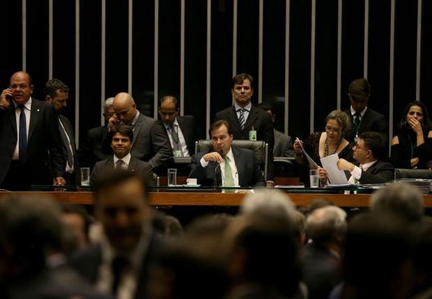 O presidente da Câmara, Rodrigo Maia, durante sessão para votar a moratória na dívida de estados superendividados (Foto: Wilson Dias/Agência Brasil)