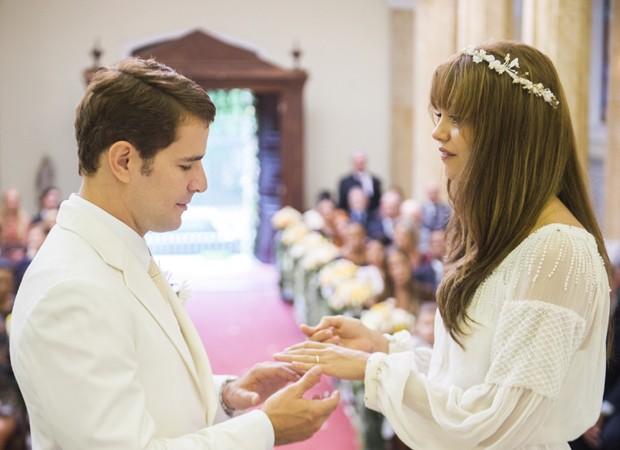 Daniel de Oliveira e Sophie Charlotte gravam cenas de casamento em 'Os Dias Eram Assim' (Foto: Divulgação/TV Globo)