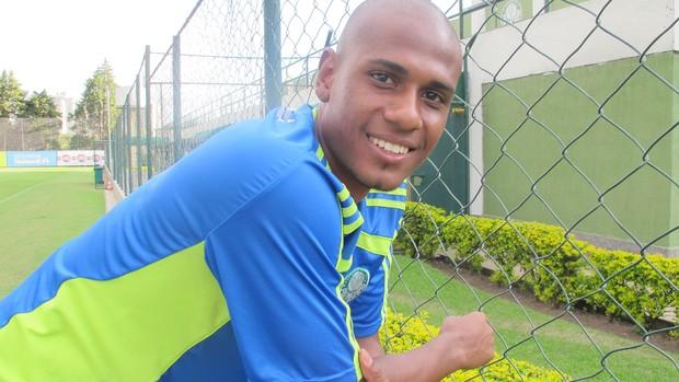 Leandro Amaro zagueiro do Palmeiras (Foto: Julyana Travaglia/GLOBOESPORTE.COM)
