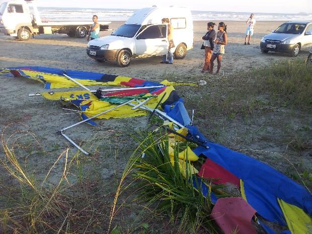 Aeronave sofre pane no ar e deixa duas pessoas mortas em Peruíbe, SP (Foto: Carlos Abelha/TV Tribuna)