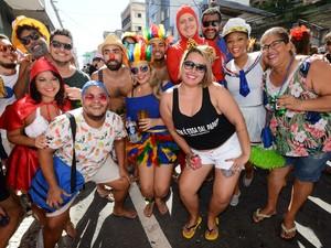 Grupo se diverte no Regional da Nair, no Centro de Vitória (Foto: Bernardo Coutinho/ A Gazeta)