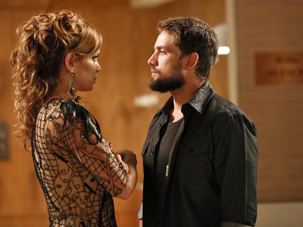 'Pode contar comigo', diz Vicente para Cristina (Foto: Isabella Pinheiro/ Gshow)