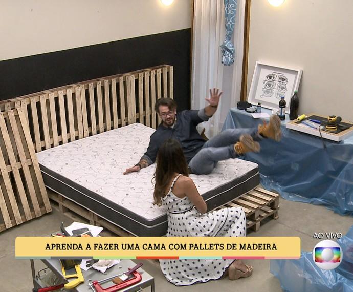 Cama de pallets é prática e fácil de fazer (Foto: TV Globo)