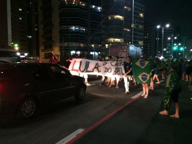 Manifestantes fazem 'Fora Dilma' em Vitória, no Espírito Santo (Foto: Naiara Arpini/ G1 ES)