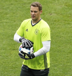 Neuer no treino da Alemanha (Foto: Reuters/Lee Smith)