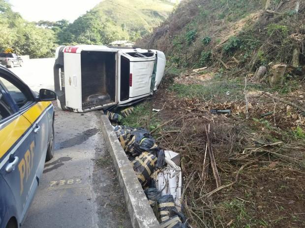 Drogas foram apreendidas após acidente (Foto: Divulgação / PRF)