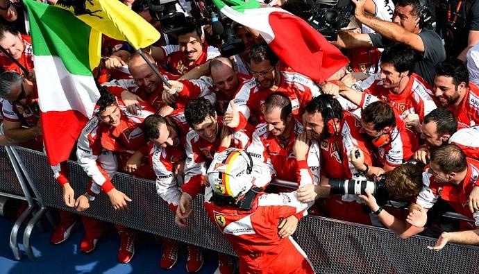 Sebastian Vettel comemora vitória no GP da Malásia com equipe Ferrari (Foto: Getty Images)