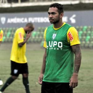 Diney treino América-MG (Foto: Marcelo Jordy)
